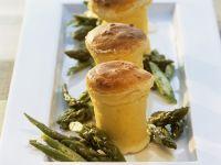 Ricotta-Souffle mit grünem Spargel Rezept