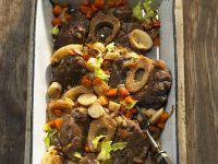 Rinderbeinscheiben mit Gemüse Rezept