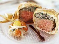 Rinderfilet mit Pilz-Teighülle dazu Portweinsoße Rezept