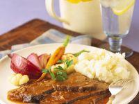 Rinderschmorbraten mit Kartoffelpüree und Gemüse Rezept