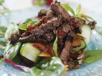 Rinderstreifensalat mit Gemüse Rezept