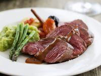 Rindfleisch mit Schokosauce und Spargel Rezept