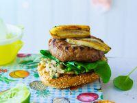 Rindfleischburger mit Spinat, Erdnusscreme und Banane Rezept