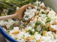 Risotto mit Zitrone, Pinienkernen, Pesto und Rosmarin Rezept