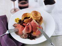 Roastbeef am Knochen gebraten mit Gravy und Yorkshire-Pudding Rezept