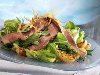 Roastbeef auf Salatbett mit Kartoffeln Rezept