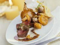 Roastbeef mit gebackener Zwiebel und Pilz-Käse-Gemüse Rezept