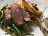 Roastbeef mit grünen Bohnen und Kartoffelschnitzen Rezept