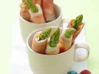 Röllchen mit grünem Spargel und luftgetrocknetem Schinken Rezept