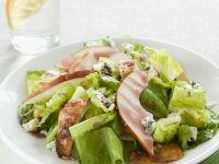 Römersalat mit Birne, Hähnchenbrust und Schimmelkäse Rezept