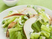 Römersalat mit Geflügel, Birnen  und Blauschimmelkäse Rezept