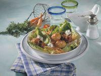 Römersalat mit Speckkartoffeln und -pflaumen Rezept