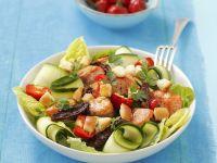 Römersalat mit Wildlachs, Kirschpaprika und Croutons Rezept