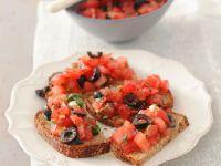 Röstbrot mit Oliven-Tomaten Rezept