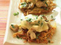 Rösti mit Champignons und Käse überbacken Rezept