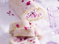 Rosenblüten-Biskuitrolle Rezept