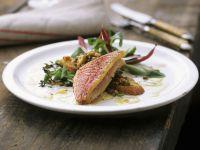 Rotbarben mit Linsen und Salat Rezept