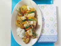 Rotbarschspieße mit Gemüse, gebackenen Kartoffeln und Gurkenjoghurt Rezept