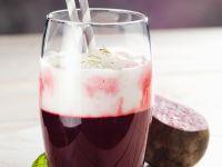 Rote-Bete-Fruchtsaft mit Milchschaum Rezept