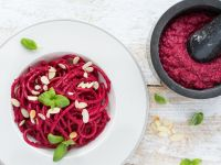 Rote-Bete-Pesto mit Kräutern Rezept