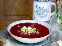 Rote Bete Suppe mit Feta und Frühlingszwiebeln Rezept