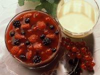 Rote Grütze mit Vanillesauce Rezept