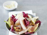 Roter Blattsalat mit Putenbrustaufschnitt, Feige und Birne Rezept