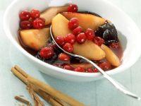 Rotweinzwetschgenkompott mit Cranberries Rezept