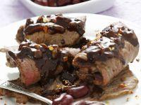 Rouladen mit roten Bohnen und Schokoladensoße Rezept