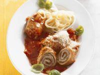 Rouladen mit würziger Tomatensoße und Nudeln Rezept