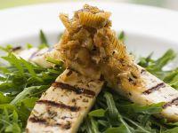 Rucolasalat mit Hähnchen und Zwiebel-Lauchchnutney Rezept