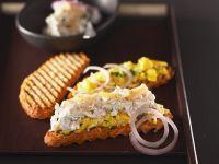 Rühreibrot mit Räucherfischsalat Rezept