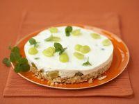 Sahne-Traubentorte mit Cornflakesboden Rezept