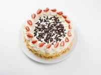 Sahnetorte mit Erdbeeren und Schokoraspel Rezept