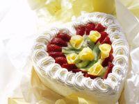 Sahnetorte mit Früchten