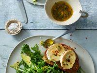 Salat mit Avocado und Käse