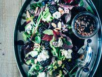 Salat mit Beeren, Mandeln und Blauschimmelkäse Rezept