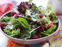 Salat mit Blattspinat und Himbeeren