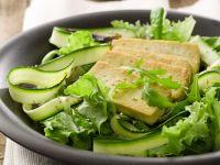 Salat mit gebratenem Tofu Rezept