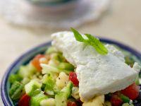 Salat mit Gemüse und Feta Rezept
