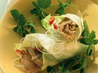 Salat mit getrocknetem Rindfleisch gefüllt