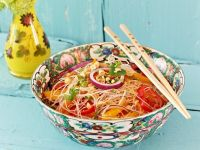 Salat mit Glasnudeln und Nüssen Rezept