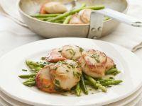 Salat mit Jakobsmuscheln und grünem Spargel Rezept