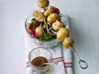 Salat mit Kartoffelspieß Rezept