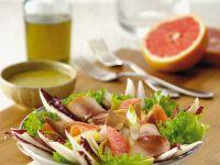 Salat mit Räucherfleisch und Grapfefruit