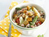 Salat mit Spargel, Schinken und Croûtons Rezept
