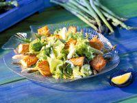 Salat mit Spargel und gebratenem Lachs Rezept