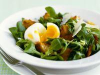 Salat mit Speck, Ei und Parmesan Rezept