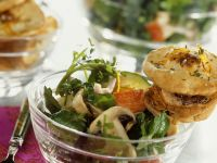Salat mit Surimi und Pilzen