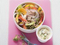 Salat mit Thunfisch dazu Avocado-Gewürzmayonnaise Rezept